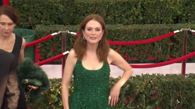 julianne moore at the 21st annual screen actors guild awards - arrivals at the shrine auditorium on january 25, 2015 in los angeles, california. - ジュリアン・ムーア点の映像素材/bロール