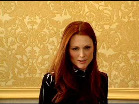 julianne moore at the 25th annual muse awards for outstanding vision and achievement at the hilton hotel in new york, new york on december 13, 2005. - ジュリアン・ムーア点の映像素材/bロール