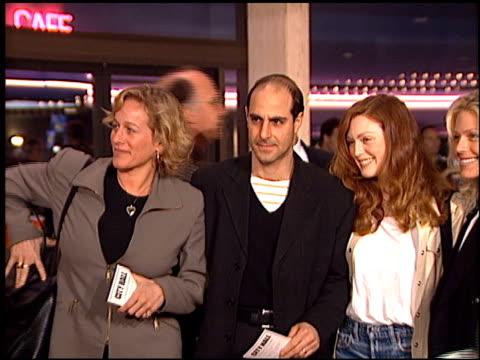 julianne moore at the 'city hall' premiere on february 13, 1996. - ジュリアン・ムーア点の映像素材/bロール