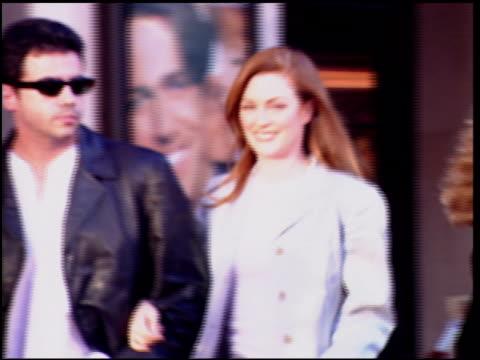 julianne moore at the 'nine months' premiere on july 11, 1995. - ジュリアン・ムーア点の映像素材/bロール