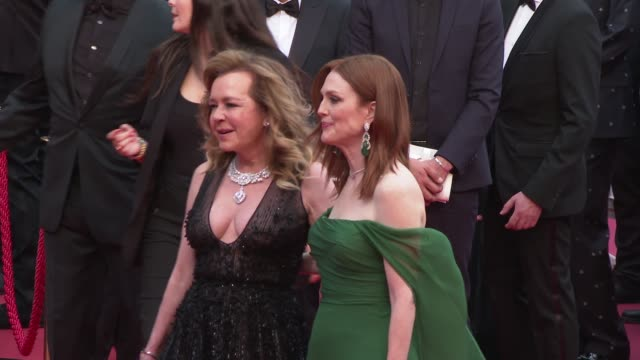 julianne moore, caroline scheufele at 'the dead don't die' red carpet arrivals opening ceremony - the 72nd cannes film festival on may 14, 2019 in... - ジュリアン・ムーア点の映像素材/bロール