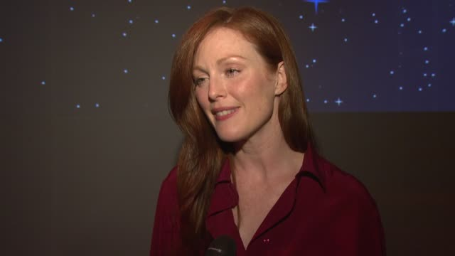 julianne moore on her projects, attending the gala, and her exciting destination hotpsot at the qatar airways hosts gala event to celebrate inaugural... - ジュリアン・ムーア点の映像素材/bロール