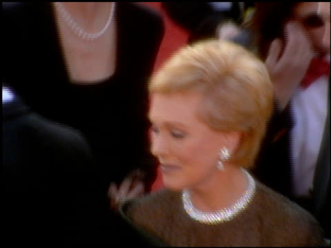 julie andrews at the 2001 academy awards at the shrine auditorium in los angeles, california on march 25, 2001. - 第73回アカデミー賞点の映像素材/bロール