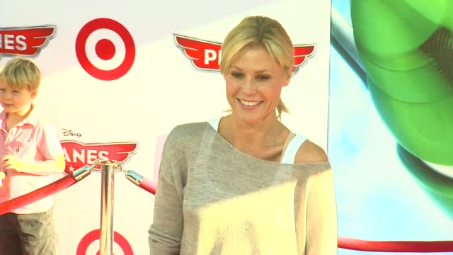 julie bowen at planes los angeles premiere on 8/5/13 in los angeles ca - julie bowen stock videos and b-roll footage