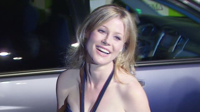 julie bowen at the 16th annual environmental media awards at ebell theater in los angeles california on november 8 2006 - julie bowen stock videos and b-roll footage