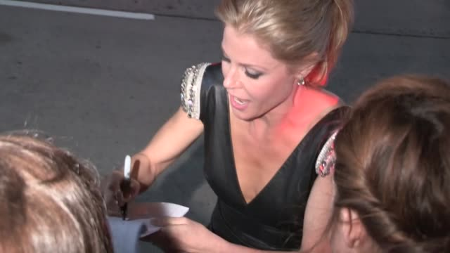 julie bowen at the 2013 screen actors guild awards after party at the shrine auditorium julie bowen at the 2013 screen actors guild awards on january... - shrine auditorium stock videos & royalty-free footage