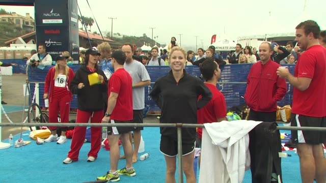 julie bowen at the 24th annual nautica malibu triathlon at malibu ca - nautica malibu triathlon stock videos & royalty-free footage