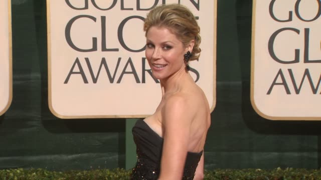 julie bowen at the 67th annual golden globe awards arrivals part 3 at beverly hills ca - ゴールデングローブ賞点の映像素材/bロール