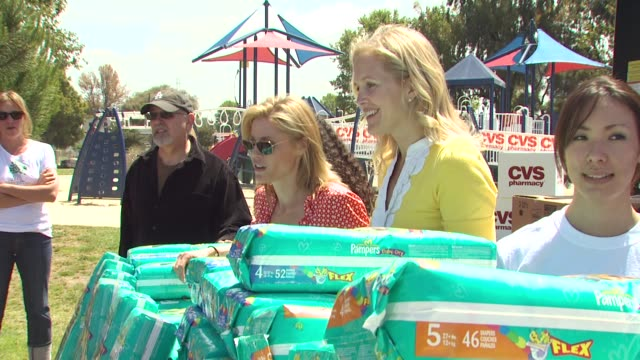 julie bowen, caroline kunitz at the cvs/pharmacy 's biggest playdate' at los angeles ca. - cvs caremark stock videos & royalty-free footage