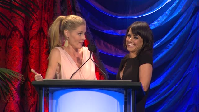 speech julie bowen constance zimmer at the 2013 environmental media awards presented by toyota lexus at warner bros studios in burbank ca on 10/19/13... - julie bowen stock videos and b-roll footage
