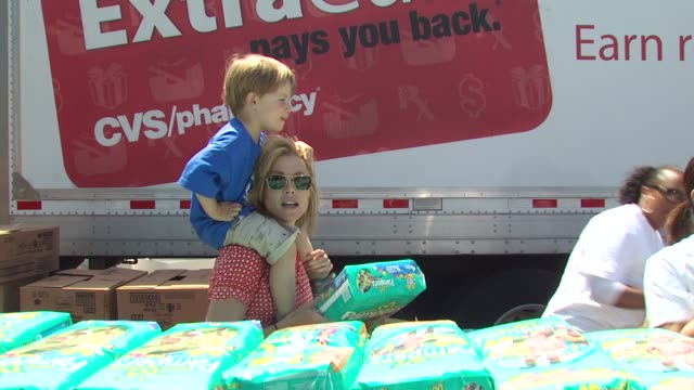 julie bowen, oliver bowen at the cvs/pharmacy 's biggest playdate' at los angeles ca. - cvs caremark stock videos & royalty-free footage