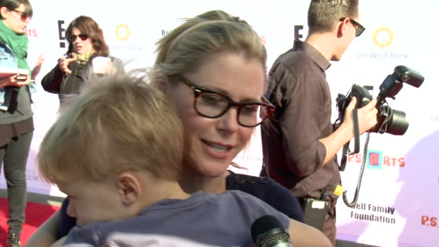 julie bowen on holiday plans at ps arts 2012 express yourself on 11/11/12 in los angeles ca - julie bowen stock videos and b-roll footage