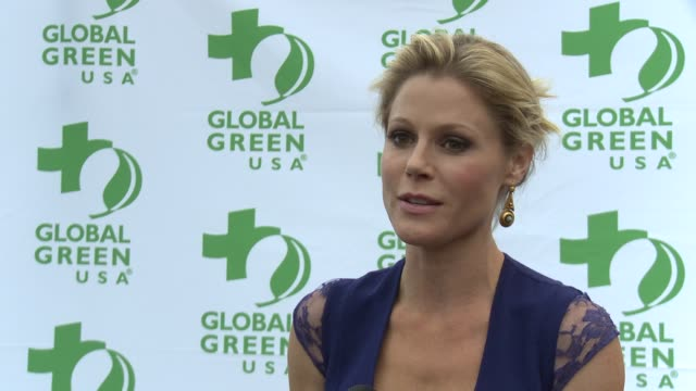 julie bowen on what brings her out supporting ed o'neill if ed brings green tips to the set of modern family and what she does to help reduce her... - julie bowen stock videos and b-roll footage