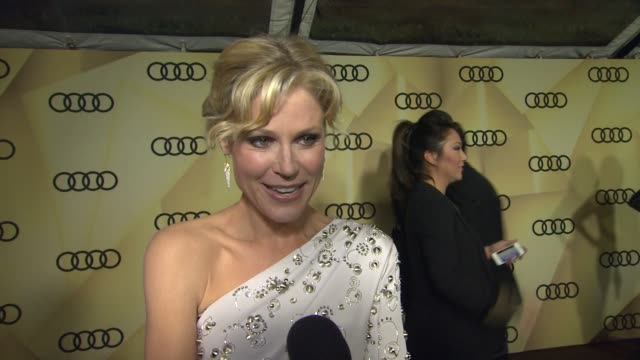 interview julie bowen on what she does before getting out of the car at the golden globes at audi kicks off golden globes week 2013 on 1/6/13 in los... - julie bowen stock videos and b-roll footage