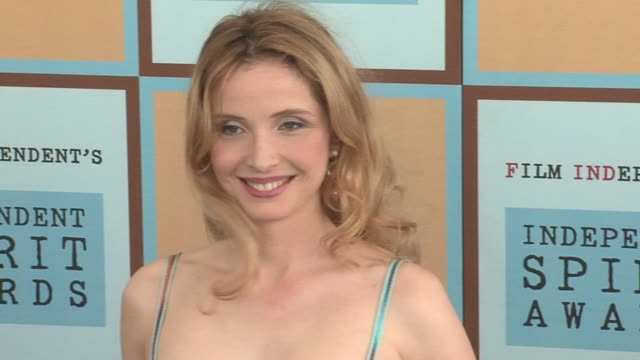 julie delpy at the the 21st annual ifp independent spirit awards in santa monica california on march 4 2006 - ifp independent spirit awards stock videos and b-roll footage
