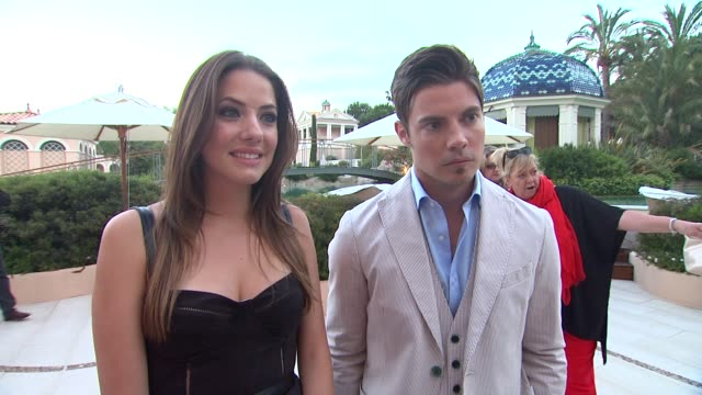 julie gonzalo and josh henderson on being at the party, and on being at the festival at 'the young and the restless' 40th anniversary party in... - seifenoper stock-videos und b-roll-filmmaterial