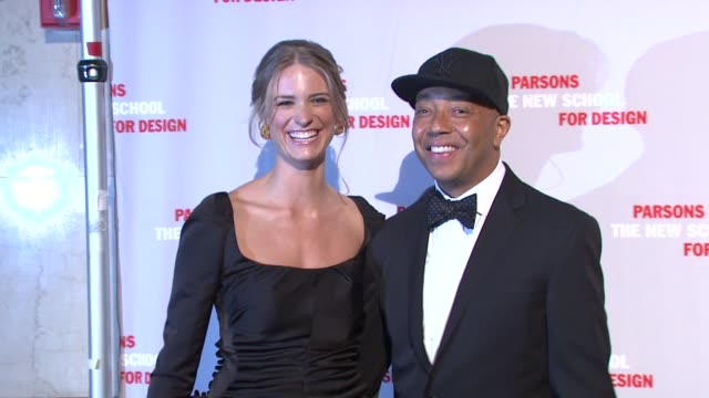 vídeos y material grabado en eventos de stock de julie henderson and russell simmons at the 2009 parsons fashion benefit honoring calvin klein at new york ny - russell simmons