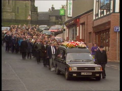 julie statham funeral n belfast gv family and mourners walk behind hearse carrying body of julie statham along street ms members of julie's family ms... - hearse stock videos & royalty-free footage