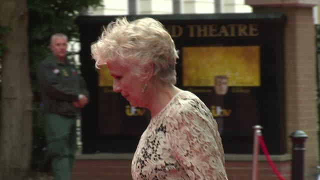 vídeos de stock, filmes e b-roll de broll julie walters jonathan ross lesley nicol at richmond theatre on august 11 2015 in richmond england - jonathan ross