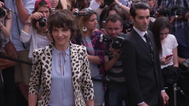 vídeos de stock, filmes e b-roll de juliette binoche at giorgio armani prive arrivals haute coutre paris fashion week on july 07 2015 in paris france - giorgio armani marca de moda