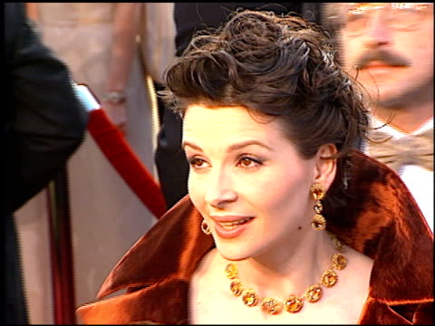 juliette binoche at the 1997 academy awards arrivals at the shrine auditorium in los angeles, california on march 24, 1997. - 69th annual academy awards stock videos & royalty-free footage