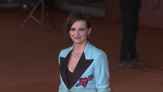 juliette binoche at 'the english patient - il paziente inglese' red carpet - 11th rome film festival on october 22, 2016 in rome, italy. - the english patient点の映像素材/bロール