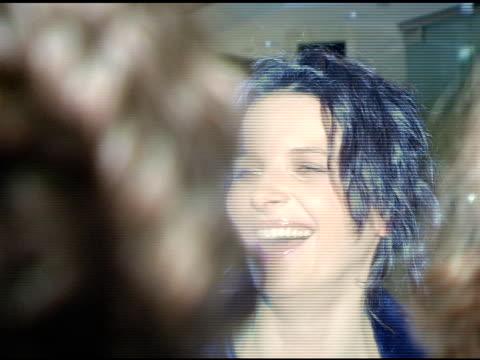 vídeos de stock, filmes e b-roll de juliette binoche at the 'in my country' premiere arrivals at pacific design center in west hollywood california on march 3 2005 - juliette binoche