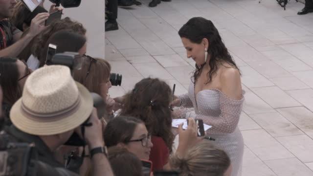 juliette binoche at 'the truth ' - red carpet arrivals - 76th venice film festival august 28, 2019 in venice, italy. - juliette binoche stock videos & royalty-free footage