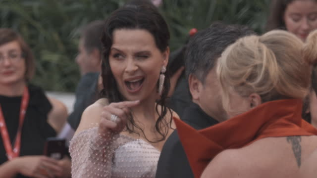 vidéos et rushes de juliette binoche, catherine deneuve, hirokazu koreeda at 'the truth ' - red carpet arrivals - 76th venice film festival august 28, 2019 in venice,... - tapis rouge