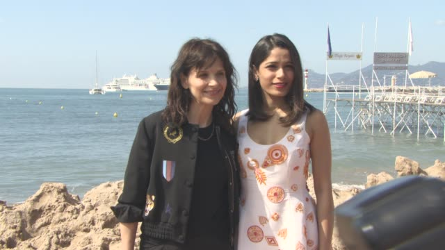 juliette binoche fredia pinto at 'we do it together' interview and photocall on may 15 2016 in cannes france - pinto bean stock videos and b-roll footage