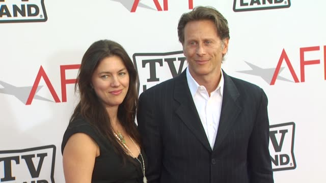vídeos y material grabado en eventos de stock de juliette hohnen steven weber at the 38th afi life achievement award honoring mike nichols at culver city ca - steven weber