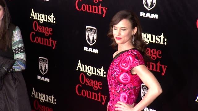 vidéos et rushes de juliette lewis at 'august osage county' new york premiere at ziegfeld theater on in new york city - juliette lewis