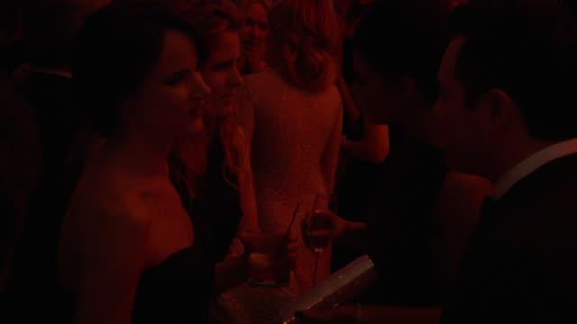 vidéos et rushes de juliette lewis at the 2011 vanity fair oscar party inside at hollywood ca - juliette lewis