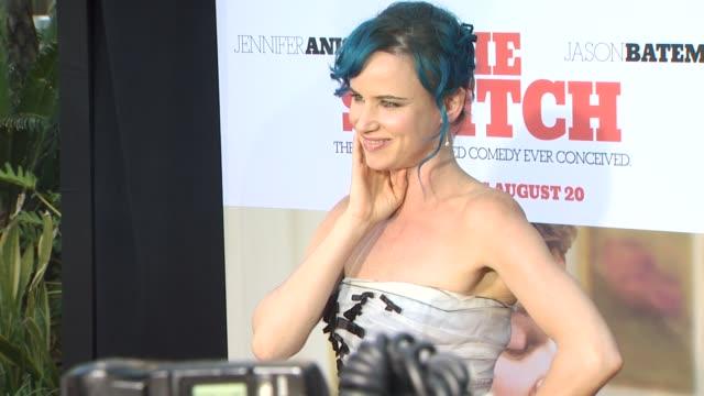 vidéos et rushes de juliette lewis at the 'the switch' premiere at hollywood ca - juliette lewis