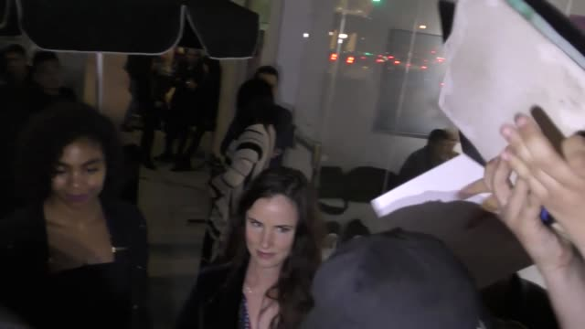 vidéos et rushes de interview juliette lewis on interest in a sequel to 'natural born killers' outside the 3rd annual art for animals fundraiser at de re gallery in los... - juliette lewis