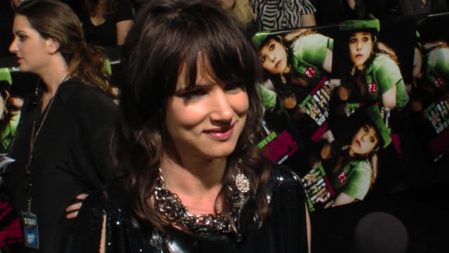 juliette lewis on the film, working with drew barrymore, her character, training for roller derby. at the 'whip it' premiere at hollywood ca. - juliette lewis stock videos & royalty-free footage