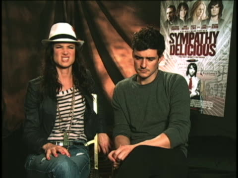 juliette lewis sot sot on director and fellow actor mark ruffalo. this is during an interview for the movie sympathy for delicious sot it's really... - juliette lewis stock videos & royalty-free footage