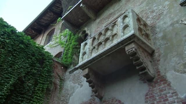 juliette's balcony in verona - literature stock videos & royalty-free footage
