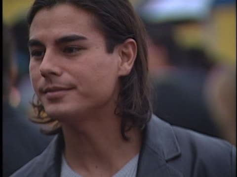 julio iglesias jr at the american music awards 2000 at shrine - julio iglesias jr stock-videos und b-roll-filmmaterial