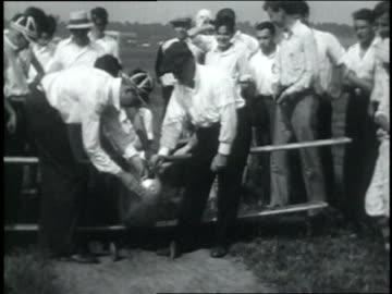 vidéos et rushes de july 13, 1931 montage young men flying a large model bi-plane as crowd watches / dayton, ohio, united states - 1931