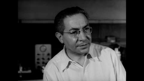 stockvideo's en b-roll-footage met july 16 1945 reprising: control shack: physicist j. robert oppenheimer talking w/ physicist isidor rabi saying 'stakes are really high' 'in 40... - 40 seconds or greater