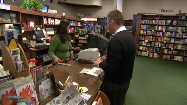 vídeos y material grabado en eventos de stock de july 16 2009 zi customer checking out at tattered cover cash register / denver colorado united states - estilo del 2000