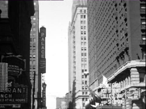 july 1938 b/w montage downtown chicago buildings and lakeside promenade / chicago, illinois, usa - anno 1938 video stock e b–roll