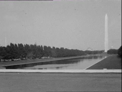 vidéos et rushes de july 1938 b/w ws pan the mall with washington monument in distance / washington dc, usa - caméra tremblante