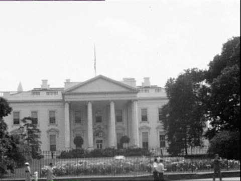 july 1938 b/w ws white house with traffic on street in foreground / washington dc, usa - weißes haus stock-videos und b-roll-filmmaterial