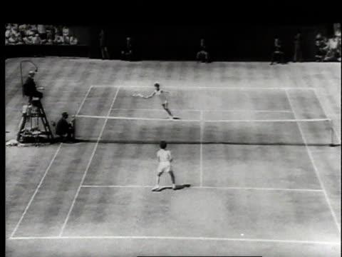 july 1966 montage wimbledon finals tennis match between billie jean moffitt king and maria bueno / london, united kingdom, united kingdom - ビリー・ジーン・キング点の映像素材/bロール