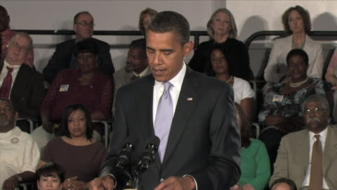 vidéos et rushes de july 2, 2009 president obama giving speech at townhall meeting about the importance of reforming the us healthcare system / annandale, virginia /... - 2009