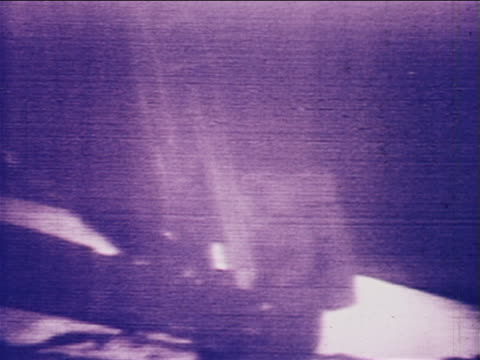 b/w july 20 1969 astronaut stepping onto moon from lunar lander / newsreel - einzelner mann über 30 stock-videos und b-roll-filmmaterial