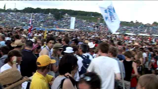 july 2009 england: somerset: glastonbury: ext general view of crowds at glastonbury music festival august 2009 berkshire: general view of crowds at... - reading and leeds festivals stock videos & royalty-free footage