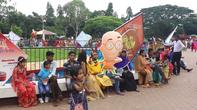 july 2016. children enjoy rides at the dhaka 'shishu park' after eid festival. large number of people in the holiday mood throng through shishu park... - number of people stock videos & royalty-free footage